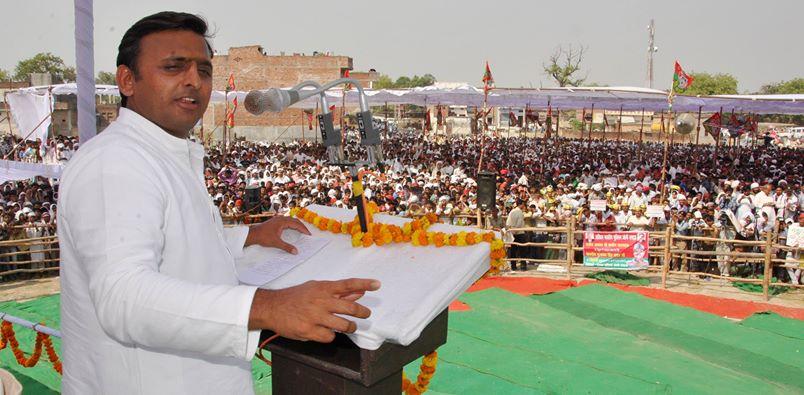 """UP CM Akhilesh Yadav calls Mayawati """"Buaji"""" not """"Behenji"""""""