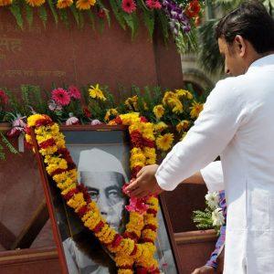 Akhilesh Yadav pays rich tributes to former Prime Minister Chowdhary Charan Singh