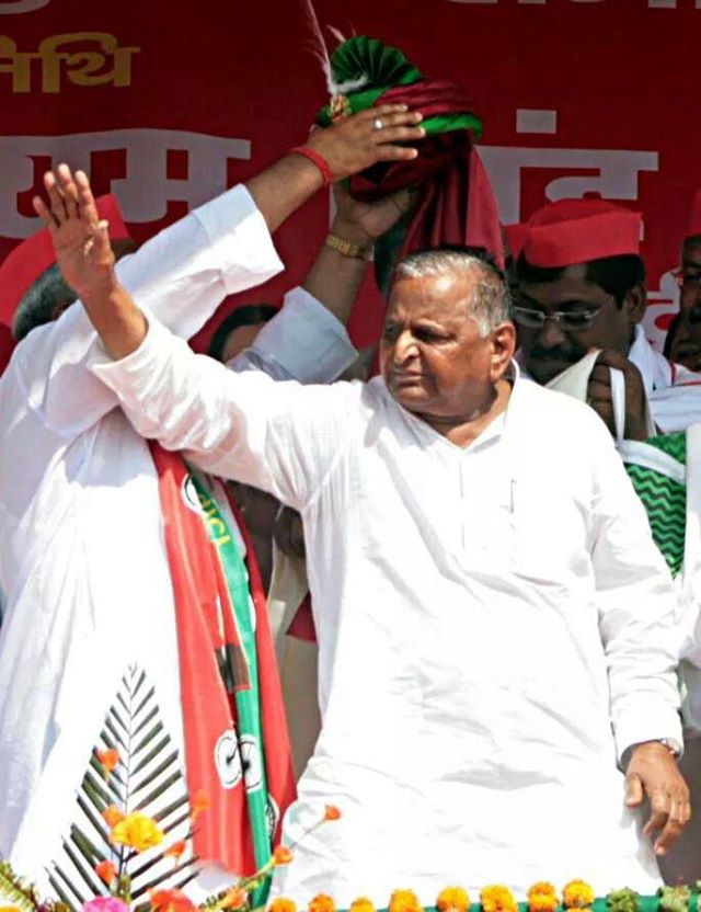 Mulayam Singh Yadav defends govt on riots on first visit to Muzaffarnagar