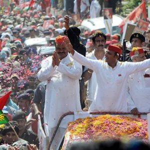 Akhilesh Yadav issues instructions to make his office paperless