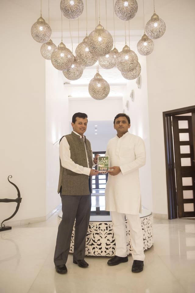 Chief Minister Akhilesh Yadav read the novel, Love Side By Side, written by Partha Sarthi Sen Sharma. It reminded of Richard Bach's, The Bridge Across Forever.