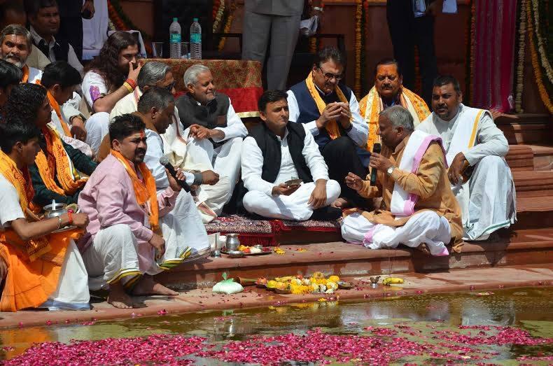 रुद्रकुंड के पुनर्रुद्धार कार्यक्रम के दौरान मुख्यमंत्री श्री अखिलेश यादव