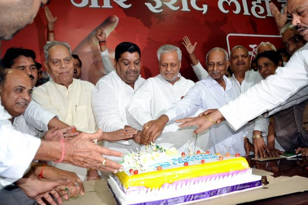 People wishe Chief Minister Akhilesh Yadav on his birthday