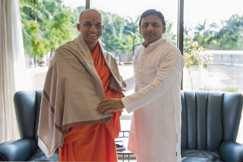 मुख्यमंत्री श्री अखिलेश यादव & Parama Poojya Jagadguru Sri Sri Sri Nirmalanandanatha Maha Swamiji