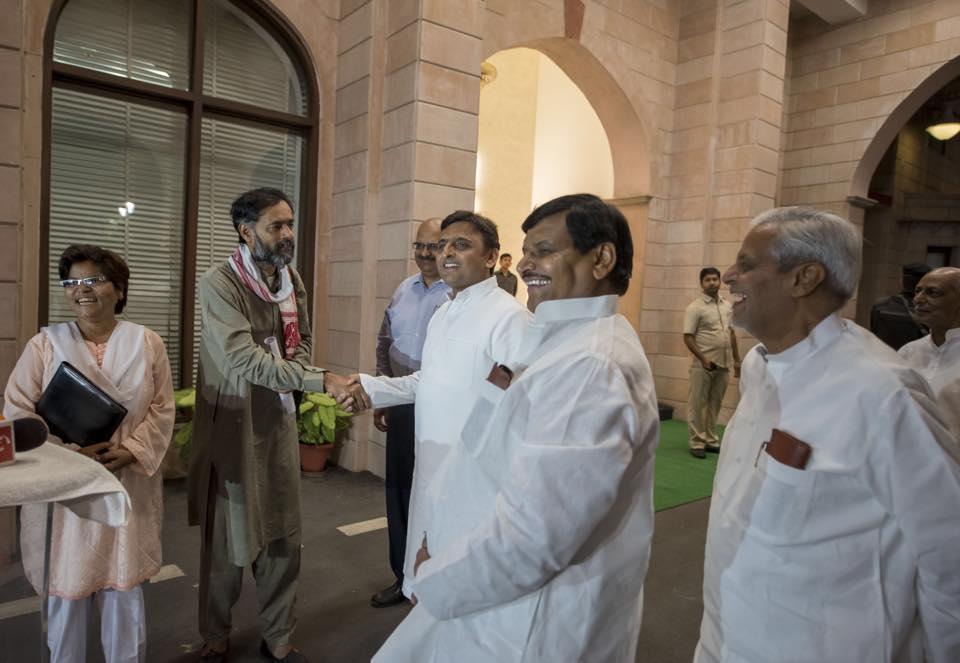 मुख्यमंत्री श्री अखिलेश यादव invited Yogendra Yadav to discuss the drought situation in Uttar Pradesh