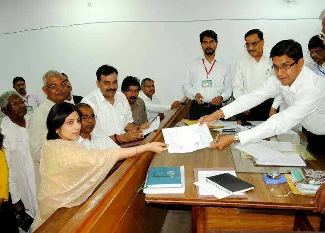 UP CM Akhilesh Yadav's wife Dimple Yadav files nomination from Kannauj seat