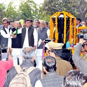 Akhilesh Yadav happy to innaugrate the new Toy Train at the Lucknow Zoo