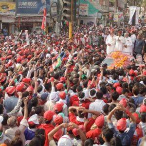 Akhilesh Yadav hits back at Modi for his 'baap-beta' barb, holds roadshow in Varanasi