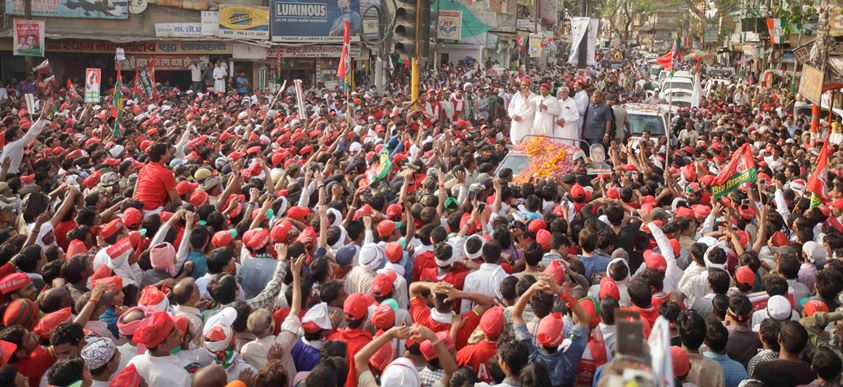 Akhilesh Yadav hits back at Modi for his 'baap-beta' barb, holds roadshow in Varanasi