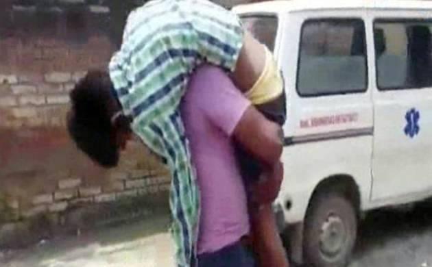 मुख्यमंत्री श्री अखिलेश यादव ने कानपुर में बच्चे के इलाज में लापरवाही के मामले को गम्भीरता से लेते हुए कानपुर मेडिकल काॅलेज के सी0एम0एस0 को तत्काल प्रभाव से निलम्बित किया