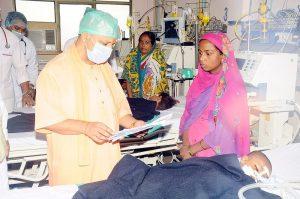 गोरखपुर में पांच दिन में 60 मौतें, जिम्मेदार कौन?