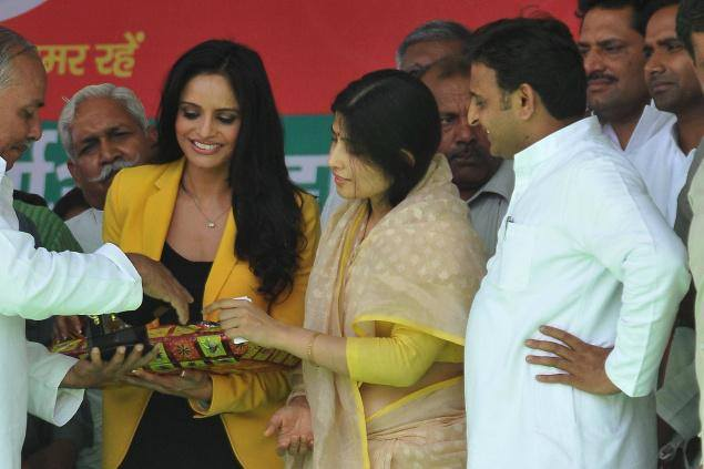 Congress, BJP luring actors for Lok Sabha polls, says Akhilesh Yadav