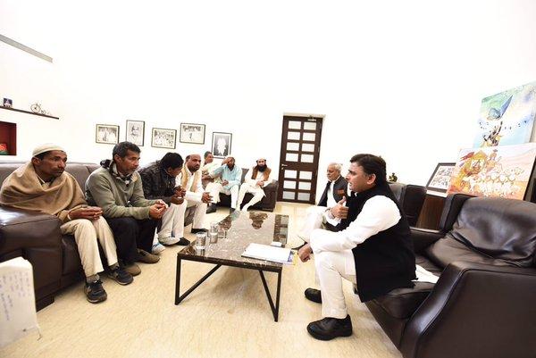 Chief Minister Akhilesh Yadav met Mohammed Sami's family