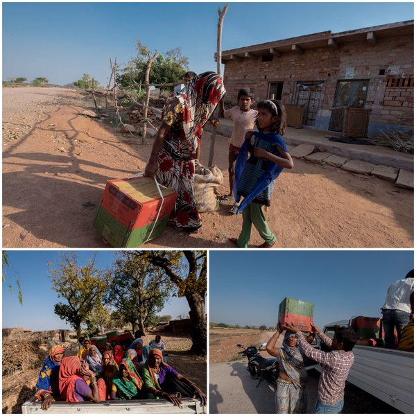 मुख्यमंत्री श्री अखिलेश यादव 31 मार्च, 2016 को जनपद चित्रकूट मंे जरूरतमन्द परिवारों को सूखा राहत सामग्री वितरितकरते हुए।