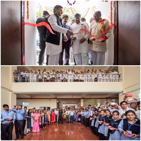 मुख्यमंत्री श्री अखिलेश यादव 30 मार्च, 2016 को सैफई, इटावा के ग्रामीण आयुर्विज्ञान एवं अनुसंधान संस्थान में विभिन्न परियोजनाओं का लोकार्पण करते हुए।