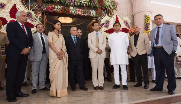 Chief Minister Akhilesh Yadav with the Honourable Judges