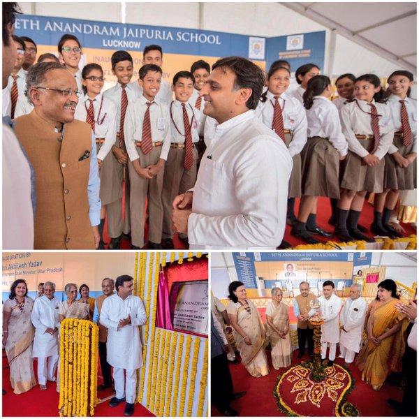 मुख्यमंत्री श्री अखिलेश यादव 17 अप्रैल, 2016 को लखनऊ में सेठ आनन्दराम जयपुरिया स्कूल का उद्घाटन करते हुए।