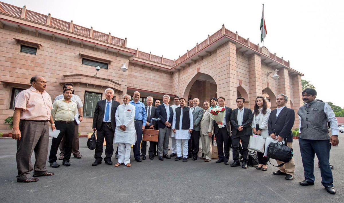 उत्तर प्रदेश के मुख्यमंत्री श्री अखिलेश यादव से उ0प्र0 के बिजनेस टूर पर आए जापानी निवेशकों के प्रतिनिधिमण्डल ने मुलाकात की