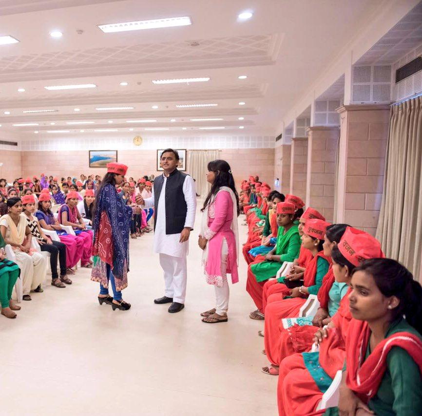 मुख्यमंत्री श्री अखिलेश यादव ने रक्षाबंधन पर प्रदेशवासियों को शुभकामना दी