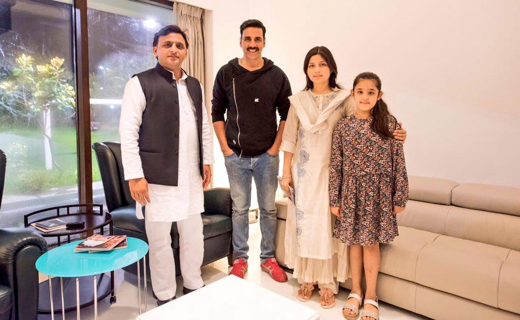 मुख्यमंत्री श्री अखिलेश यादव से 17 अगस्त, 2016 को उनके सरकारी आवास पर फिल्म अभिनेता श्री अक्षय कुमार ने मुलाकात की।