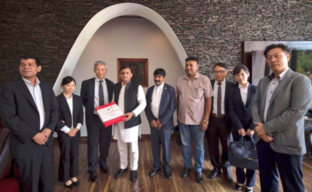 Chief Minister Akhilesh Yadav talks with a Japanese delegation