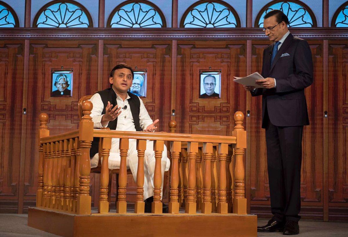 मुख्यमंत्री श्री अखिलेश यादव 16 सितम्बर, 2016 को लखनऊ में इण्डिया टी0वी0 के एडीटरइनचीफ श्री रजत शर्मा के प्रश्नों का उत्तर देते हुए।