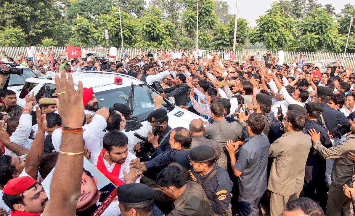 मुख्यमंत्री श्री अखिलेश यादव की लंबी लाइन से समाजवादी कुनबे में छटपटाहट