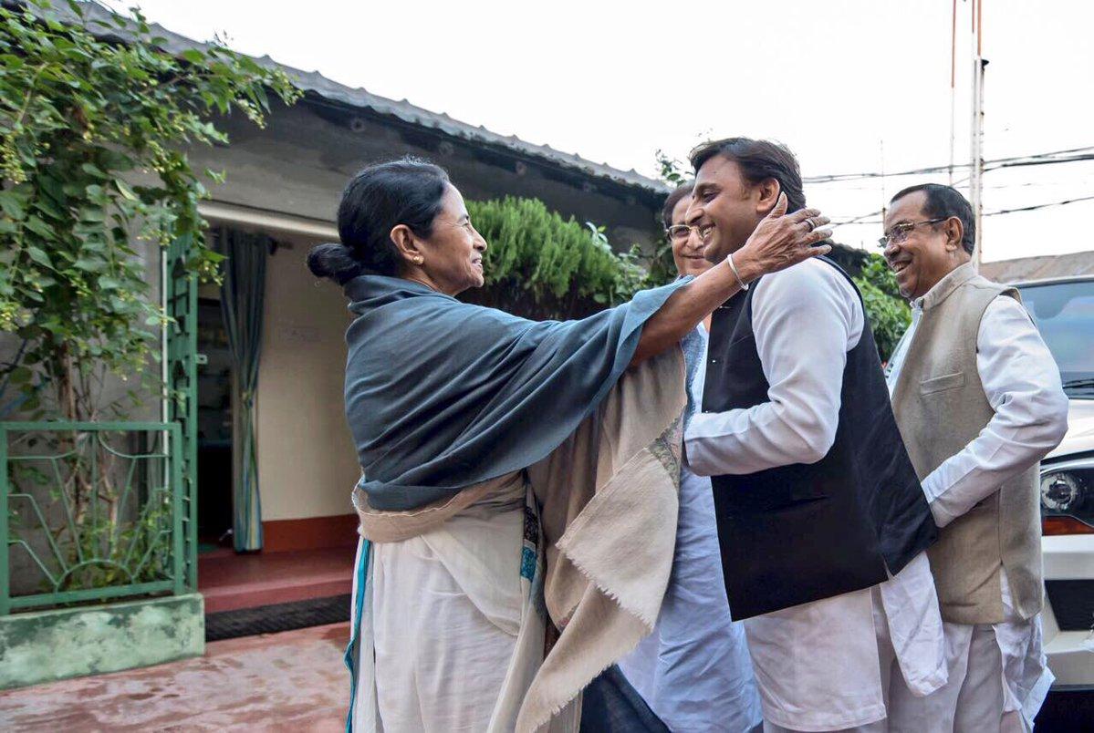 Akhilesh Yadav with Mamata Banerjee
