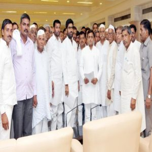 Akhilesh Yadav takes serious view of sugarcane arrears of farmers, takes strict stance against sugar mills