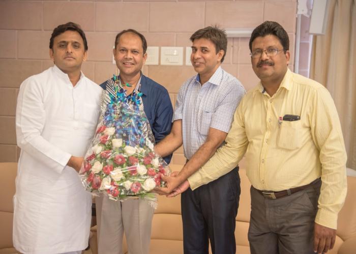 मुख्यमंत्री श्री अखिलेश यादव 16 अक्टूबर, 2015 को उनके सरकारी आवास पर नेशनल इंटीग्रेटेड मेडिकल एसोसिएशन नीमा के प्रतिनिधिमण्डल ने मुलाकात की।