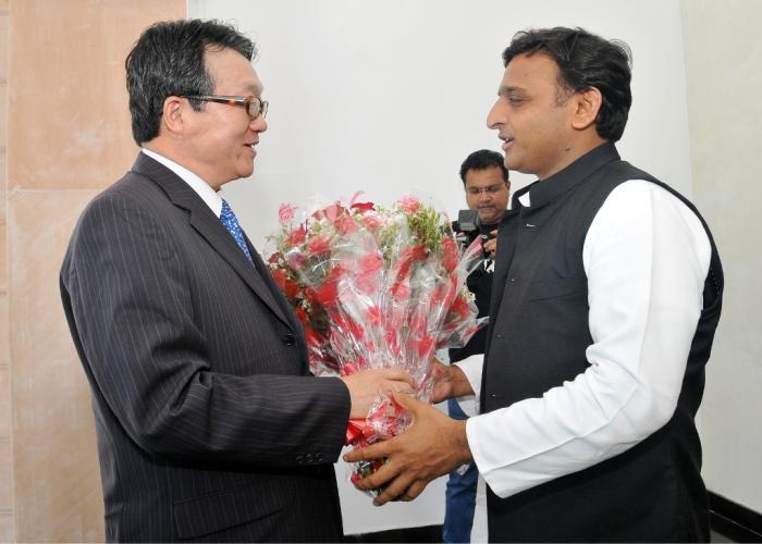 उत्तर प्रदेश के मुख्यमंत्री श्री अखिलेश यादव से 19 मार्च, 2015 को उनके सरकारी आवास पर कोरिया गणराज्य के राजदूत श्री जून ग्यू ली ने भेंट की।