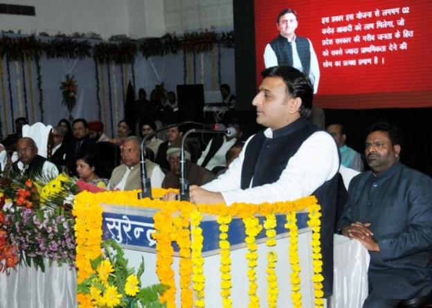 12 दिसम्बर, 2014 को उत्तर प्रदेश के मुख्यमंत्री श्री अखिलेश यादव कानपुर में विभिन्न परियोजनाओं के लोकार्पण एवं शिलान्यास अवसर पर आयोजित कार्यक्रम को सम्बोधित करते हुए।