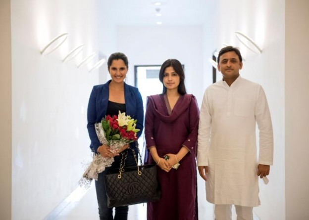 मुख्यमंत्री श्री अखिलेश यादव से 20 अक्टूबर, 2015 को उनके सरकारी आवास पर टेनिस खिलाड़ी सुश्री सानिया मिर्जा ने भेेंट की। साथ में हैं सांसद श्रीमती डिम्पल यादव।