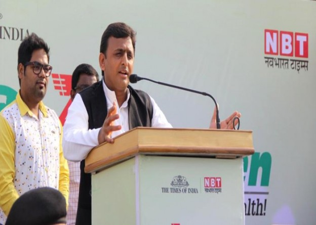 उत्तर प्रदेश के मुख्यमंत्री श्री अखिलेश यादव 26 अप्रैल, 2015 को लखनऊ में 'साइक्लो ग्रीन2015' रैली को सम्बोधित करते हुए।