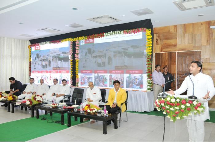 उत्तर प्रदेश के मुख्यमंत्री श्री अखिलेश यादव 20 जून, 2015 को अपने सरकारी आवास पर समाजवादी श्रवण यात्रा की वेबसाइट के लोकार्पण कार्यक्रम को सम्बोधित करते हुए।
