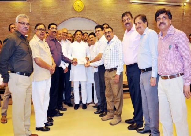 मुख्यमंत्री श्री अखिलेश यादव से 5 अक्टूबर, 2015 को उनके सरकारी आवास पर सूक्ष्म, लघु एवं मध्यम उद्योगों से जुड़े प्रतिनिधियों ने मुलाकात की।