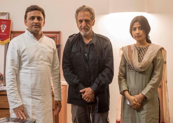 मुख्यमंत्री श्री अखिलेश यादव से 10 नवम्बर, 2015 को उनके सरकारी आवास पर फ्रांस के सुप्रसिद्ध फोटोग्राफर श्री एंटोनियो मार्टिनेली ने भेंट की।
