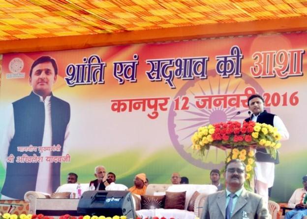 मुख्यमंत्री श्री अखिलेश यादव 12 जनवरी, 2016 को ग्रीन पार्क स्टेडियम कानपुर में 'वाक आॅफ होप201516' पद यात्रा के स्वागत समारोह को सम्बोधित करते हुए।