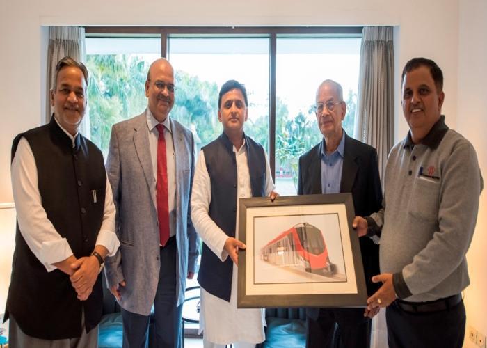 मुख्यमंत्री श्री अखिलेश यादव से 19 फरवरी, 2016 को लखनऊ मेट्रो रेल काॅरपोरेशन के प्रधान सलाहकार डाॅ0 ई0 श्रीधरन तथा प्रबन्ध निदेशक श्री कुमार केशव ने भेंट की।