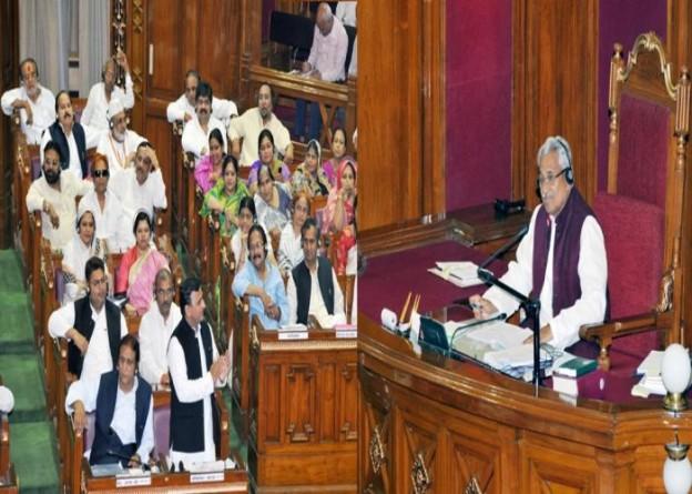 उत्तर प्रदेश के मुख्यमंत्री श्री अखिलेश यादव 8 मार्च, 2016 को विधान सभा को सम्बोधित करते हुए।