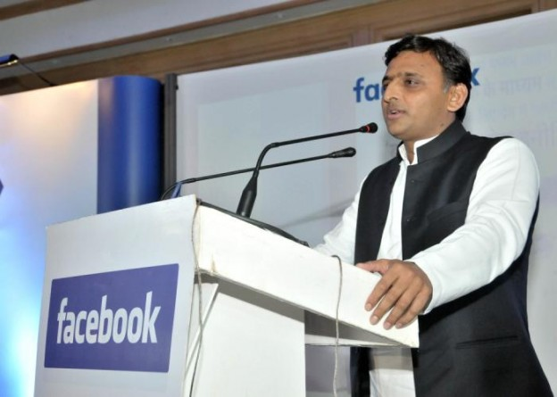 मुख्यमंत्री श्री अखिलेश यादव 11 मार्च, 2016 को होटल ताज, लखनऊ में 'बूस्ट आॅफ योर बिजनेस इनीशियेटिव' कार्यक्रम को सम्बोधित करते हुए।