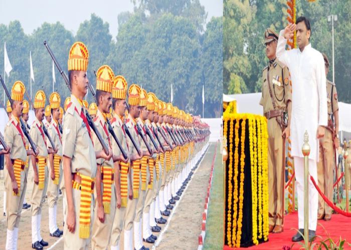 21 अक्टूबर, 2014 को उत्तर प्रदेश के मुख्यमंत्री श्री अखिलेश यादव पुलिस लाइन, लखनऊ में पुलिस स्मृति दिवस के अवसर पर सलामी लेते हुए।