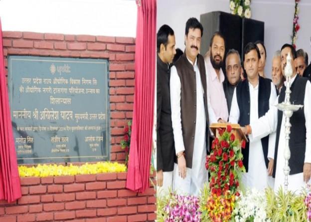 उत्तर प्रदेश के मुख्यमंत्री श्री अखिलेश यादव 11 दिसम्बर, 2014 को जनपद उन्नाव में ट्रांस गंगा परियोजना का शिलान्यास करते हुए।