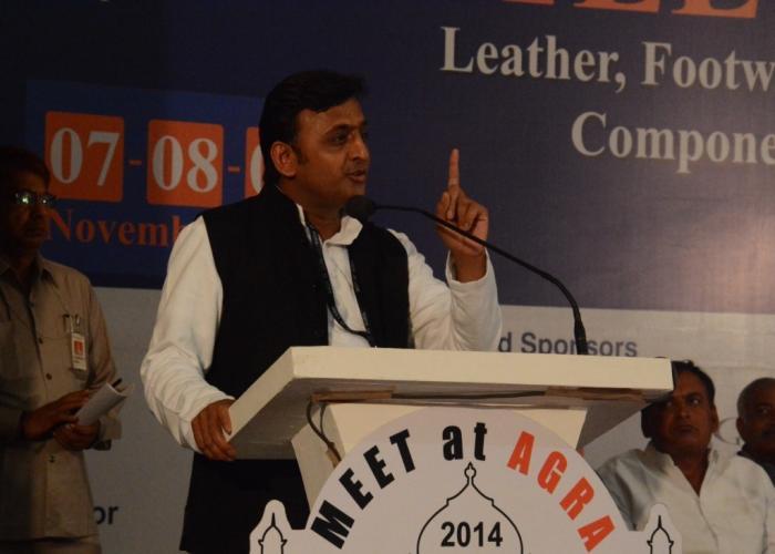 7 नवम्बर, 2014 को उत्तर प्रदेश के मुख्यमंत्री श्री अखिलेश यादव आगरा में 'मीट एट आगरा' कार्यक्रम को सम्बोधित करते हुए।