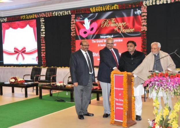 21 दिसम्बर, 2014 को उत्तर प्रदेश के मुख्यमंत्री श्री अखिलेश यादव वीडियो कांफ्रेन्सिंग के माध्यम से ग्रेटर नोएडा स्थित मेगा टूरिस्ट डेस्टिनेशन 'द् ग्रैण्ड वेनिस' का उद्घाटन करते हुए।