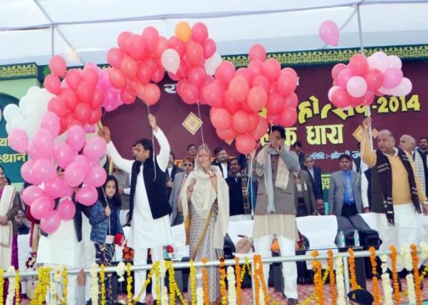 26 दिसम्बर, 2014 को मुख्यमंत्री श्री अखिलेश यादव जनपद इटावा में सैफई महोत्सव के उद्घाटन के अवसर पर।