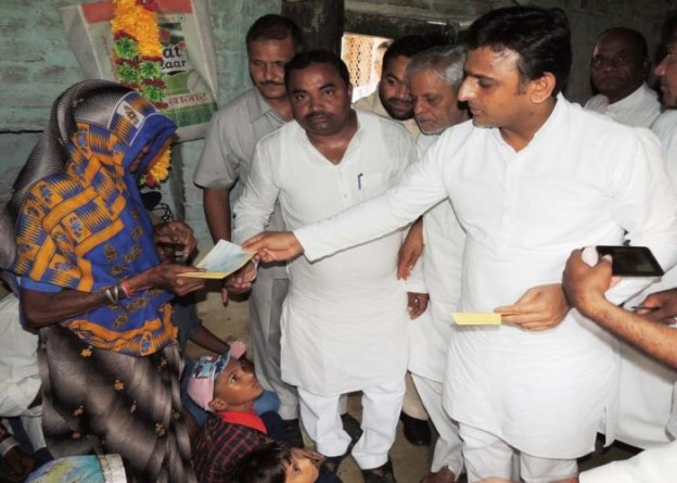 Chief Minister Mr. Akhilesh Yadav meets family of martyred CRPF trooper Nekpal Pal and expresses sympathy
