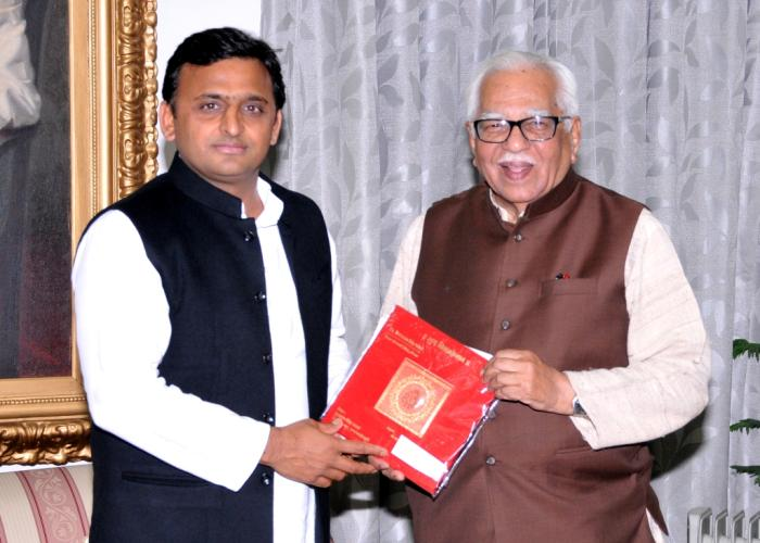 उत्तर प्रदेश के राज्यपाल श्री राम नाईक से मुख्यमंत्री श्री अखिलेश यादव ने 19 फरवरी, 2015 को राजभवन में भेंट की।