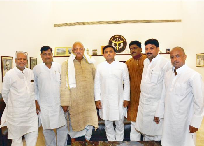 उत्तर प्रदेश के मुख्यमंत्री श्री अखिलेश यादव से 29 जुलाई, 2015 को उनके सरकारी आवास पर परमेश्वरा पोल्ट्रीज़ के निदेशक श्री बण्डला गणेश ने भेंट की।