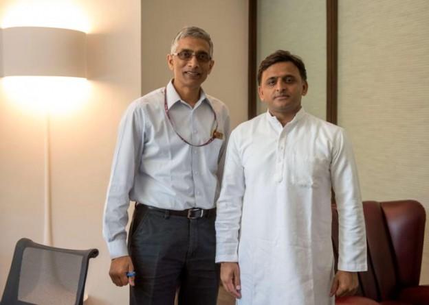 मुख्यमंत्री श्री अखिलेश यादव से 13 अप्रैल, 2016 को उनके सरकारी आवास पर केन्द्रीय पेयजल एवं स्वच्छता मंत्रालय के सचिव श्री परमेश्वरन अय्यर नेे मुलाकात की।